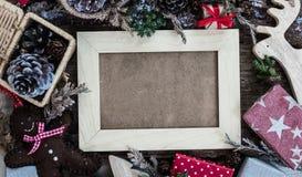 在木背景舱内甲板位置的圣诞节 免版税库存图片