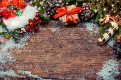 在木背景舱内甲板位置的圣诞节 库存照片