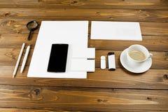 在木背景设置的空白的文具 ID模板 免版税库存照片