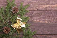 在木背景隔绝的圣诞树装饰 免版税图库摄影