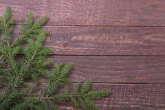 在木背景隔绝的圣诞树装饰 免版税库存照片