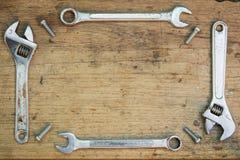 在木背景,板钳的工具供应 免版税图库摄影