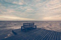 在木脚桥梁的木椅子 图库摄影