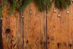 在木表的圣诞节装饰 免版税库存图片