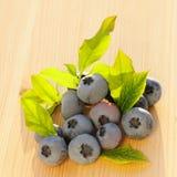 在木表的蓝莓 免版税库存照片
