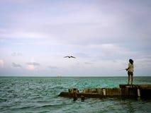在木跳船的人渔 免版税库存图片