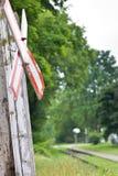 在木过帐的老铁路交叉符号 免版税库存照片