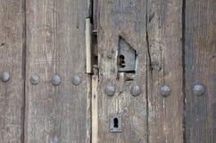 在木门的老匙孔 免版税图库摄影