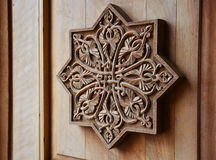 在木门的装饰品 库存图片