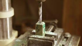 在木零件的钻孔 股票视频