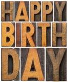 在木类型的生日快乐 免版税库存图片