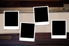 在木头的偏正片照片框架 免版税库存照片
