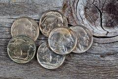 在木头的印地安顶头硬币 库存照片