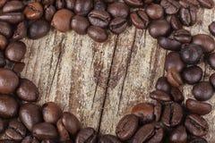 在木头的咖啡心脏 库存照片
