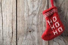 在木头的圣诞节袜子 免版税图库摄影