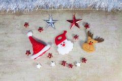 在木头的圣诞节装饰 免版税库存照片