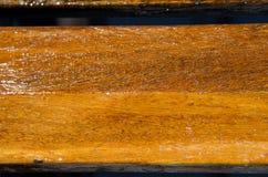 在木头的新鲜的油漆 库存照片