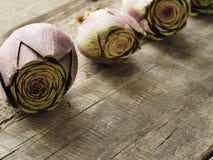 在木头的有机食品 图库摄影