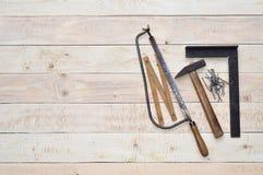 在木头的木匠工具 免版税库存照片