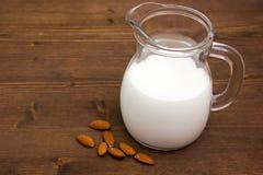 在木头的杏仁牛奶 免版税图库摄影
