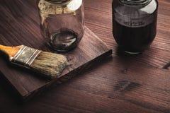 在木头的油漆刷 图库摄影