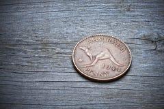 在木头的澳大利亚便士 免版税图库摄影