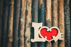 在木头的爱 免版税库存照片