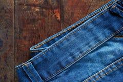 在木头的牛仔裤 图库摄影
