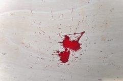在木头的红色血液 免版税图库摄影