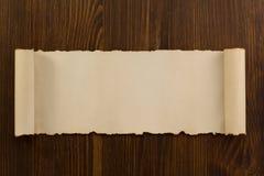 在木头的羊皮纸纸卷 免版税图库摄影