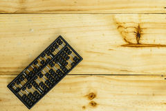 在木头的老算盘 库存照片