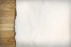 在木头的老纸张 免版税图库摄影