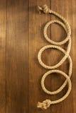 在木头的船绳索 免版税库存照片