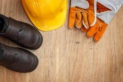 在木头的被分类的工作工具 库存照片
