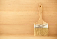 在木头的画笔 免版税库存照片