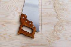 在木头的Sawcut 免版税库存照片
