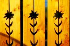 在木头,黄色木背景的花纹花样 库存图片