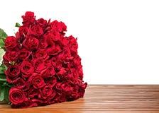 从在木backgr隔绝的英国兰开斯特家族族徽的五颜六色的花花束 免版税库存照片