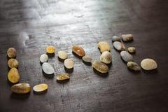 在木backgroung的光滑的石头 免版税图库摄影