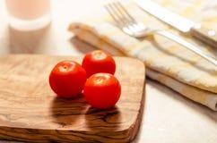 在木stong的西红柿 免版税库存照片