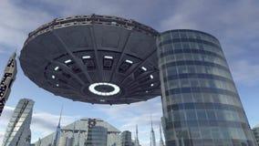在未来派城市4K上的飞碟飞行 皇族释放例证