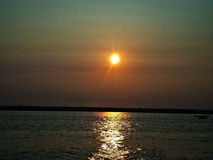 在末端,太阳镇静下来 库存照片