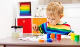 在本文的小孩图画 免版税库存图片