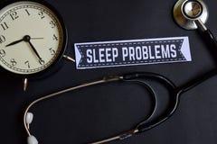 在本文的睡眠问题与医疗保健概念启发 闹钟,黑听诊器 免版税库存图片
