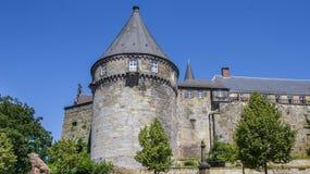 在本特海姆县城堡被加强的墙壁的Batterieturm塔  库存照片