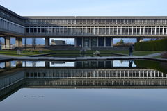 在本那比山,温哥华,加拿大的西门菲莎大学 免版税库存照片