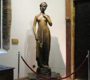 在朱丽叶里面房子的朱丽叶的雕塑  市维罗纳 意大利 免版税图库摄影