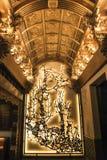 在朱炳仁铜雕刻的美术馆里面的艺术路 免版税库存图片