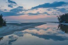 在朴蒙山海滩,董里府,泰国的日落时间 库存图片