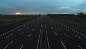 在机动车路的日落 图库摄影